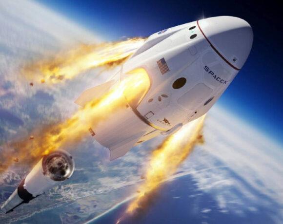 SpaceX: Πραγματοποίησε την πρώτη της επανδρωμένη αποστολή