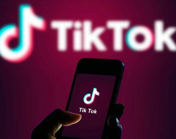 TikTok: Κατηγορείται ότι θέτει τα παιδιά σε κίνδυνο