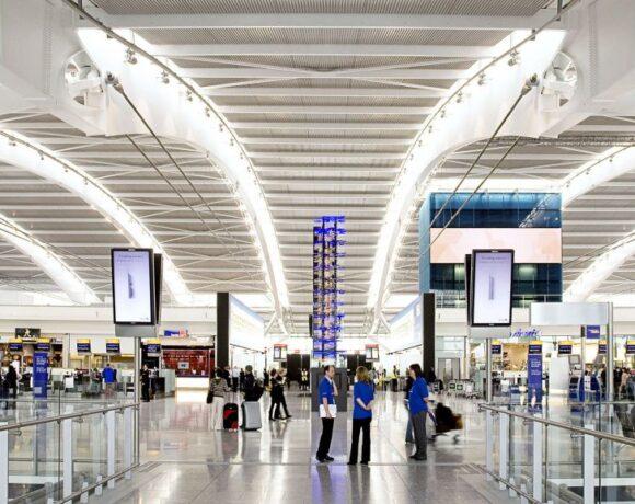 Times : Σε καραντίνα όλοι οι ταξιδιώτες που εισέρχονται στη Βρετανία