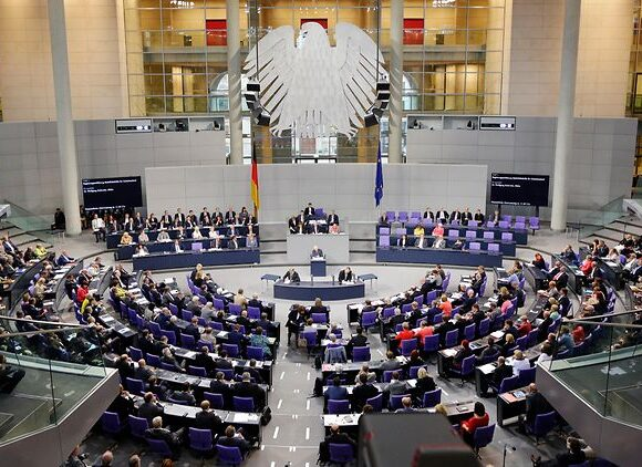 Bundestag: «Η ΕΚΤ πληροί την αναλογικότητα για το πρόγραμμα ποσοτικής χαλάρωσης»