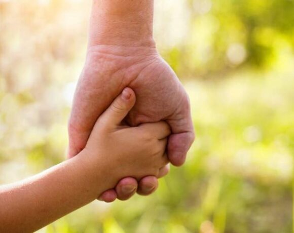 Αναβολή στο άνοιγμα της πλατφόρμας για το επίδομα παιδιού