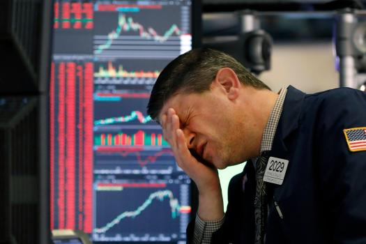 Βουτιά 900 μονάδων για τον Dow Jones – Ανησυχία για δεύτερο πανδημικό κύμα