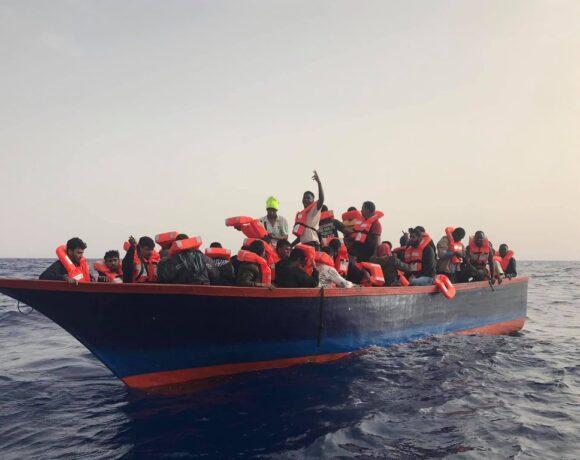 «Δεν έχουμε πιει τίποτα για 62 ώρες»: Συγκλονιστική διάσωση προσφύγων ανοιχτά της Μάλτας