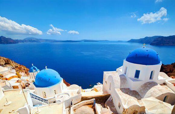 Επενδυτές και τουρίστες ψάχνουν για βίλες στην Ελλάδα
