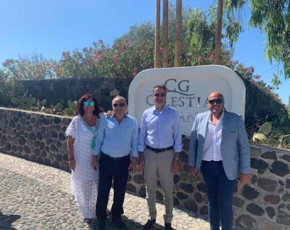 Η οικογένεια Πατηνιώτη φιλοξένησε τον Πρωθυπουργό και την συνοδεία του στα ξενοδοχεία της Caldera Collection