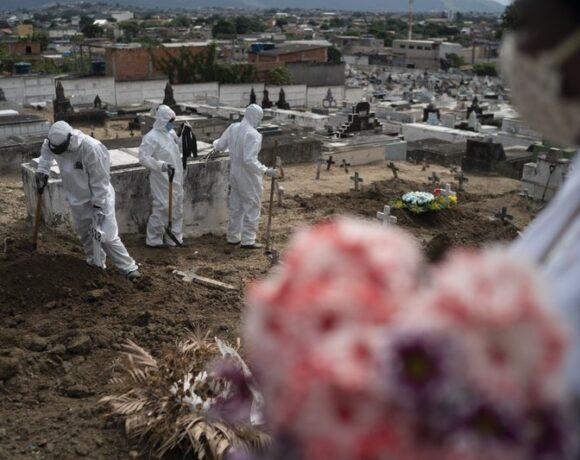 Κοροναϊός : Νέο πλήγμα με 552 θανάτους και 30