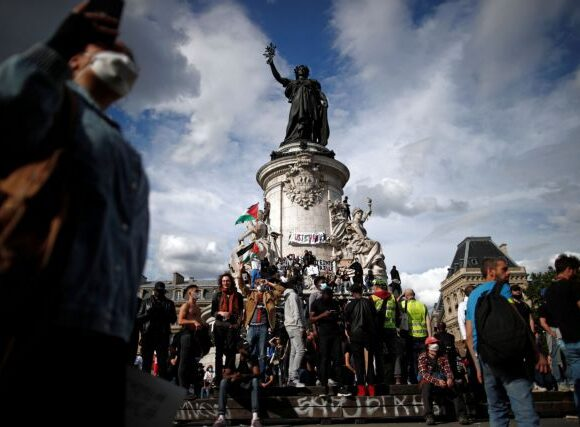 Μακρόν : Είμαστε ανυποχώρητοι στο ρατσισμό αλλά δεν θα αποκαθηλώσουμε αγάλματα