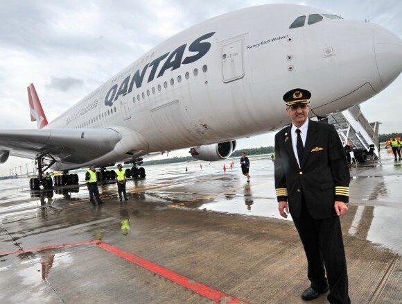 «Ματώνει» και η Qantas: Προχωρά σε 6