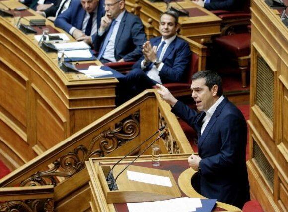 Μητσοτάκης – Τσίπρας διασταυρώνουν τα ξίφη τους για την οικονομία στη Βουλή