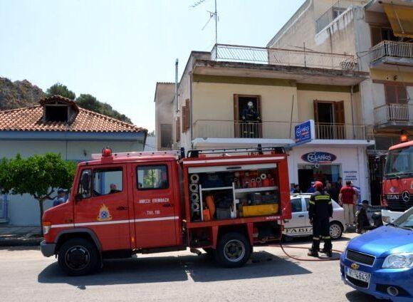 Μια νεκρή από φωτιά σε διαμέρισμα στη Βούλα – Απεγκλωβίστηκαν 4 άτομα