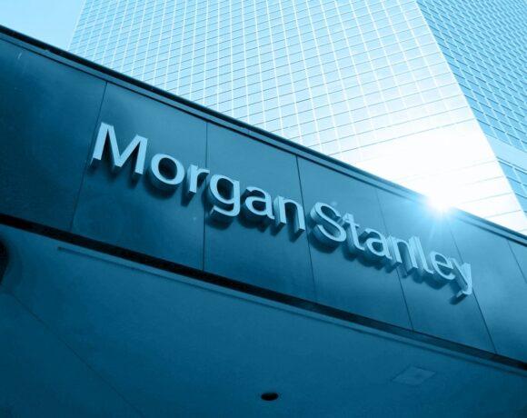 Μorgan Stanley: Διακρίνει ευκαιρίες στην Ελλάδα – «αναβάθμισε» διπλά τo Χρηματιστήριο Αθήνας