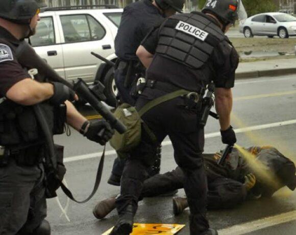 Ο κυβερνήτης του Κολοράντο βάζει τέλος στην ασυλία αστυνομικών