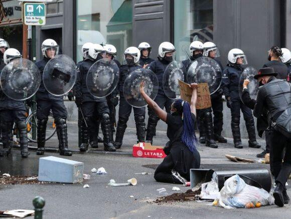 Οργή στις Βρυξέλλες: Αστυνομικοί πέρασαν χειροπέδες σε παιδιά –Τέθηκαν υπό έρευνα