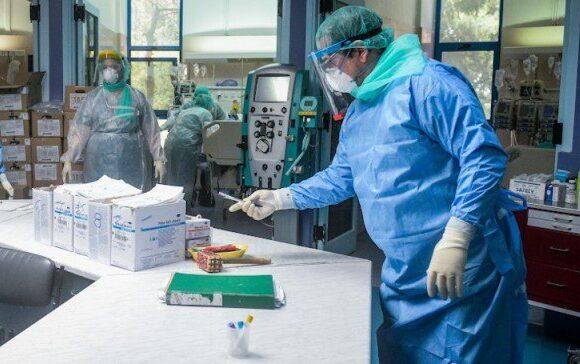 ΠΟΥ: Οι ασθενείς με τον νέο κορωνοϊό είναι περισσότερο μολυσματικοί όταν αρχίζουν να αισθάνονται αδιαθεσία