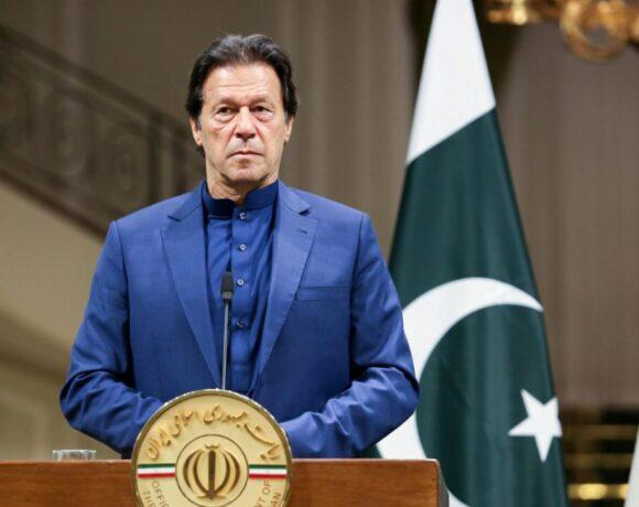 Πρωθυπουργός Πακιστάν : Ζήστε με τον ιό, δεν υπάρχουν χρήματα