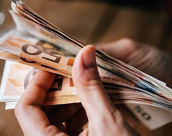 Πότε θα πάρουν οι δικαιούχοι το επίδομα των 534 ευρώ