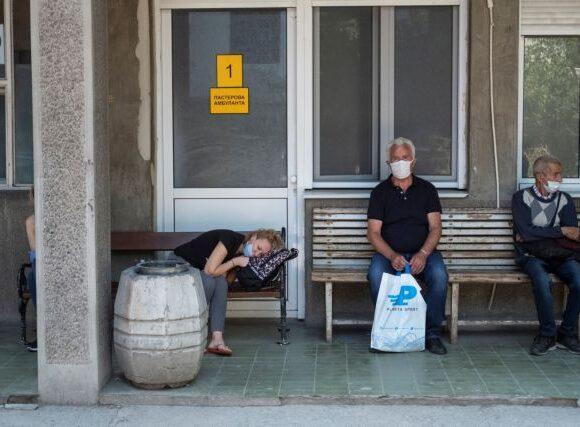 Σερβία: Αυξάνονται τα κρούσματα του κοροναϊού – Νόσησαν ο υπουργός Άμυνας και η πρόεδρος της Βουλή