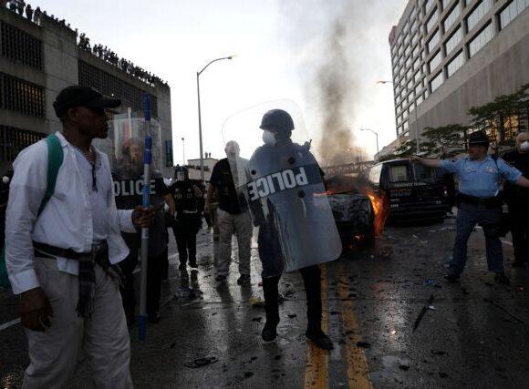 Τζορτζ Φλόιντ: Σοκαριστικό φάσμα παραβιάσεων από την αστυνομία στις διαδηλώσεις