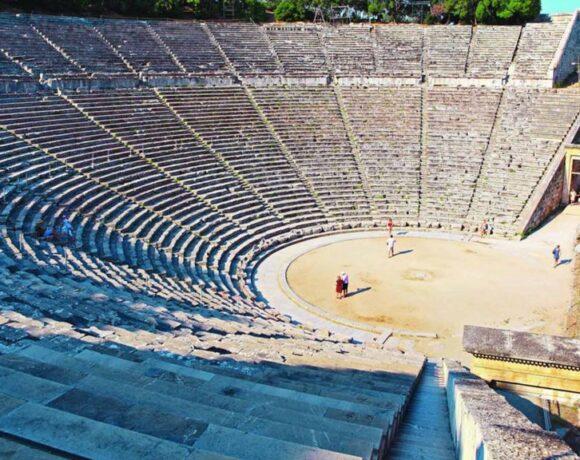 Το MEGA στο αρχαίο θέατρο της Επιδαύρου λίγο πριν ανοίξει τις πύλες του