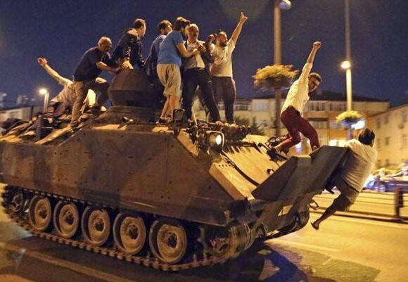 Τουρκία: Ισόβια κάθειρξη σε 121 άτομα για την απόπειρα πραξικοπήματος