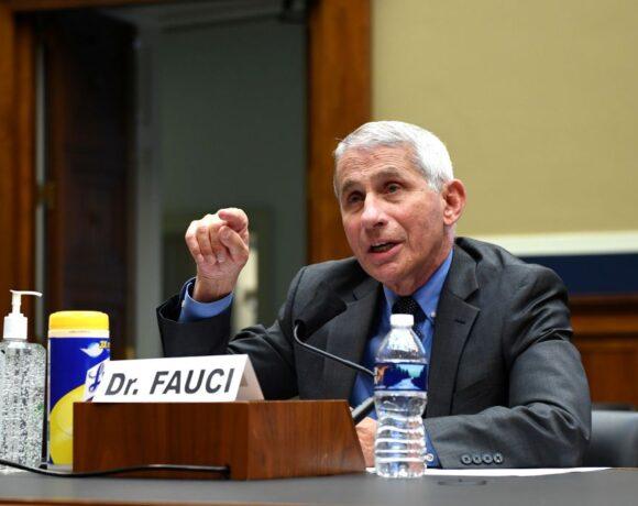 Φάουτσι : Δεν είναι σίγουρο ότι το εμβόλιο κοροναϊού θα οδηγήσει σε ανοσία της αγέλης