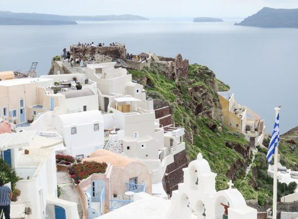 Global Data: Η αφαίρεση των ελληνικών νησιών από τα νέα δρομολόγια των αεροπορικών εταιριών θα λειτουργήσει αρνητικά για την οικονομία