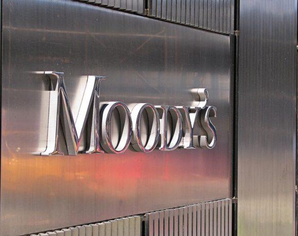 Moody's: Θετική για τις ελληνικές τράπεζες η ανάθεση «κόκκινων δανείων» σε εταιρείες διαχείρισης