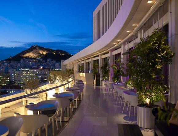 Most Greek Hotels Postpone Opening Until Flights Resume
