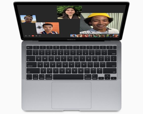 Apple: Συμβουλεύει να μην κλείνουμε τα MacBook με τη χρήση καλύμματος κάμερας