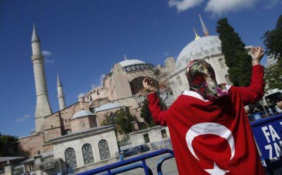 Αγία Σοφία : Τι οδήγησε τον Ταγίπ Ερντογάν στη «βεβήλωση» του ιστορικού μνημείου