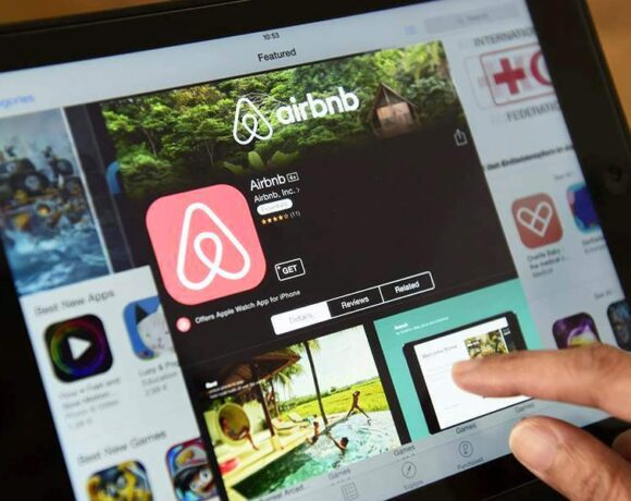 «Ανάσα» για την Airbnb: Εσπασε το φράγμα του 1 εκατ