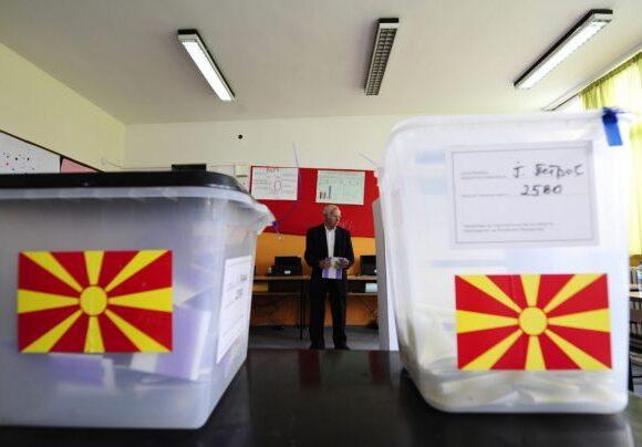 Βουλευτικές εκλογές στη Βόρεια Μακεδονία – Ντέρμπι ανάμεσα σε Ζάεφ και Μιτσκόσκι