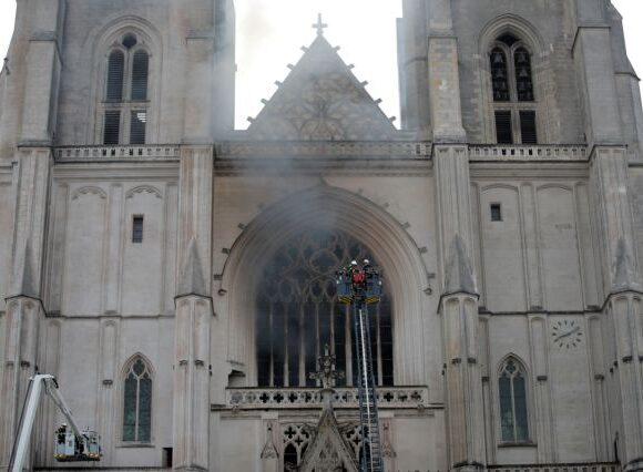 Γαλλία : Μεγάλη φωτιά στον καθεδρικό ναό στη Νάντη