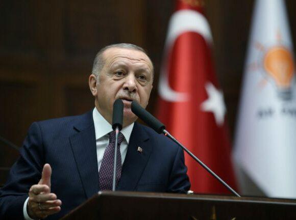 «Δεν θα πάρεις την ψήφο μου» – Γιατί οι νέοι της Τουρκίας απειλούν τον «άτρωτο» Ερντογάν
