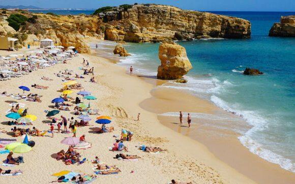 Η Πορτογαλία είναι έτοιμη να υποδεχθεί τους Βρετανούς τουρίστες