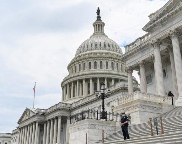 ΗΠΑ : Τουλάχιστον 13 κρούσματα κοροναϊού στο Κογκρέσο – Η Πελόζι επέβαλε τη χρήση μάσκας