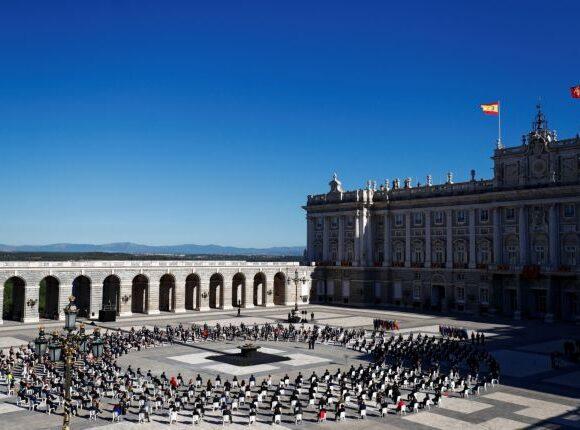 Ισπανία: Σπαρακτικές στιγμές στην τελετή μνήμης για τα θύματα του κοροναϊού