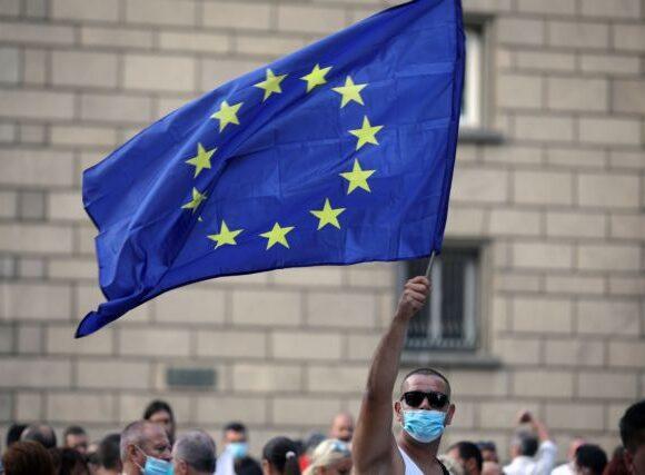 Κοροναϊός : Ανεπαρκής η αλληλεγγύη των κρατών στην πανδημία, λέει ένας στους δύο Ευρωπαίους