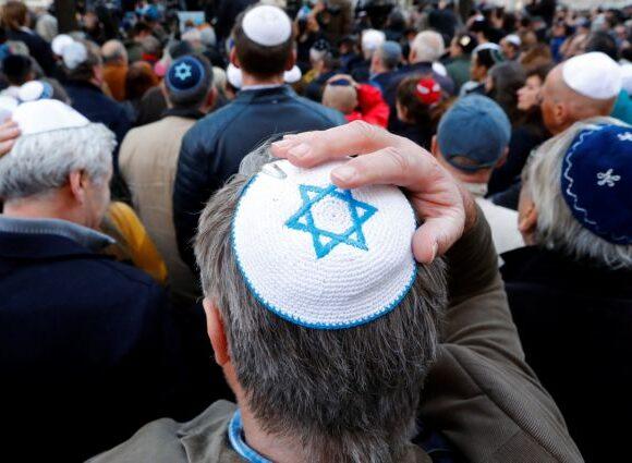 Κοροναϊός : Οι θεωρίες συνωμοσίας ξυπνούν το τέρας του αντισημιτισμού στη Γερμανία