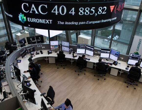 Με απώλειες έκλεισαν τον Ιούλιο οι ευρωαγορές, μετά τη βουτιά του ΑΕΠ της Ευρωζώνης