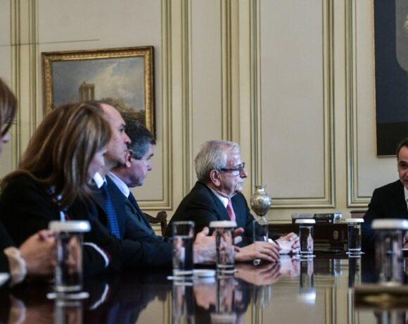 Μητσοτάκης-Βενιάμης:«Κράτος και ιδιωτικοί φορείς οφείλουν να υπηρετούν με πράξεις την εθνική σημαία»
