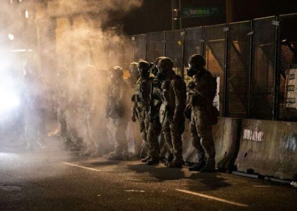 «Οι τελευταίες πνοές ενός προέδρου που χάνει» – Τι συμβαίνει με τις διαδηλώσεις στις ΗΠΑ
