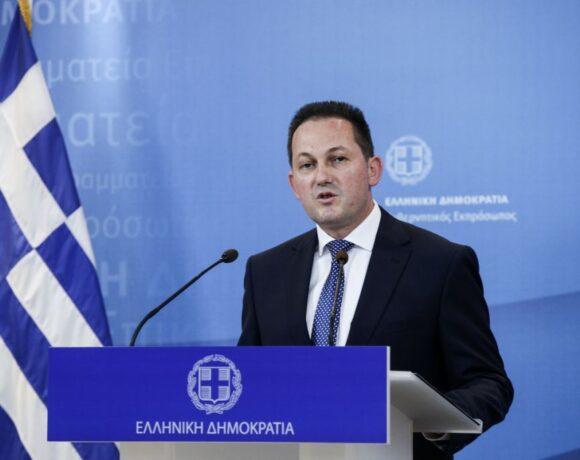 Πέτσας για ΣΥΡΙΖΑ: Επικίνδυνες διαστάσεις προσλαμβάνει ο πανικός τους