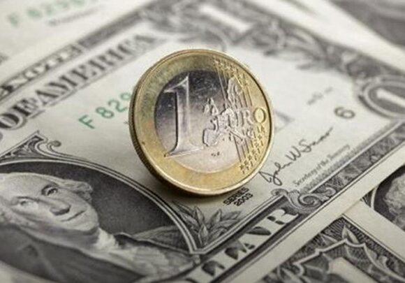 Σχεδόν αμετάβλητο παρέμεινε το ευρώ, ανέκαμψε η στερλίνα μετά τις αρχικές απώλειες