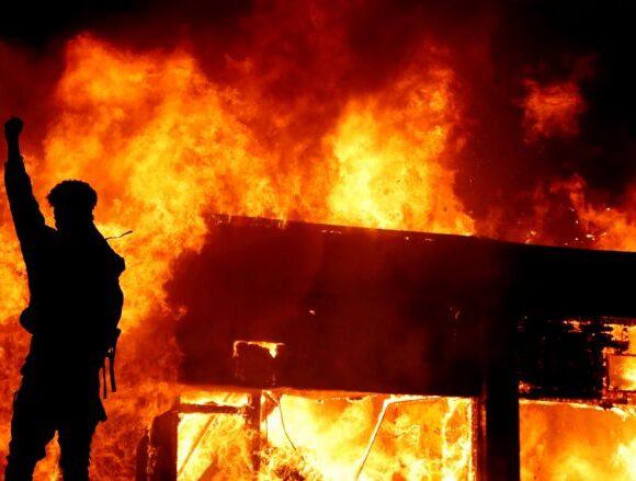 Τζορτζ Φλόιντ: Βρέθηκε σορός σε κτίριο που είχε καεί κατά τη διάρκεια διαδηλώσεων