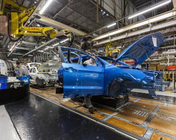 «Φρένο» διαρκείας στις αυτοκινητοβιομηχανίες: «Λουκέτο» σε εργοστάσια και απολύσεις