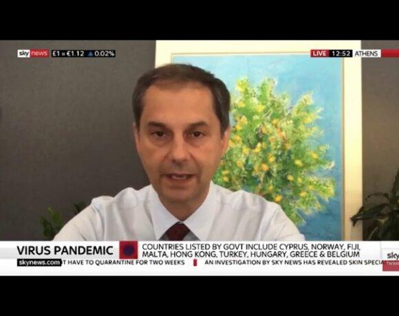 Χάρης Θεοχάρης στο Sky News: Ευπρόσδεκτοι οι Βρετανοί τουρίστες στην Ελλάδα