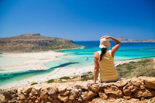 CNBC: Ποιο ελληνικό νησί προτείνει για… «ψαγμένες» διακοπές