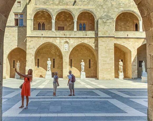Greek Minister Sets Mid-July Date for UK Open Travel