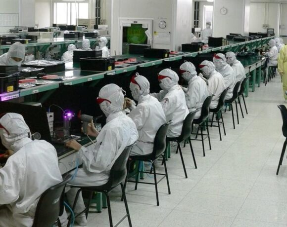 H Foxconn θα επενδύσει 1 δισεκατομμύριο Δολάρια για την παραγωγή των iPhone